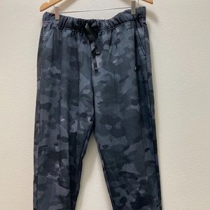 NIKE TRAINING PANTS GREY CAMO W-L